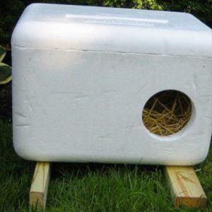 aspca_diy_winter_shelter_outdoor_cat_shelter